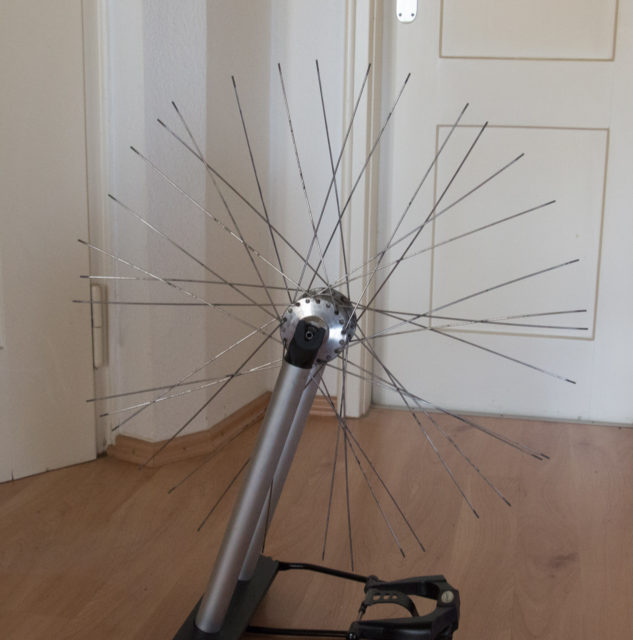 Front wheel with Schmidt hub dynamo and without rim