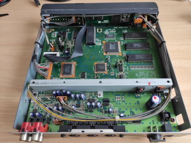 Roland SC-55 opened