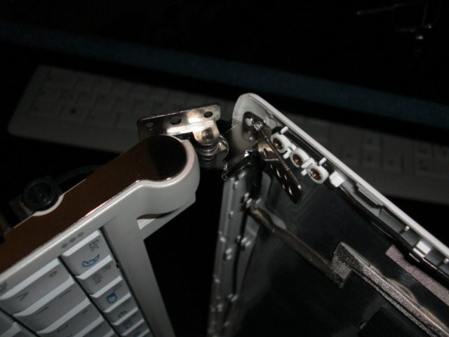 Samsung NC10, geöffnetes Displayscharnier