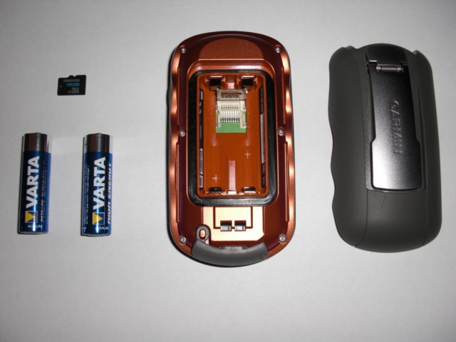 Garmin Oregon 450 Batteriefach mit Steckplatz für MicroSD-Karten